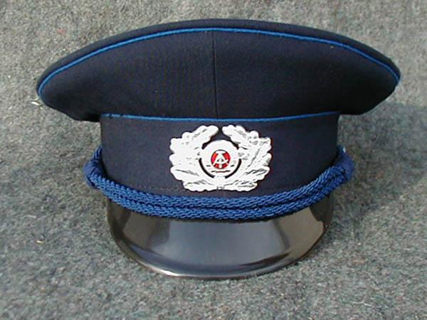 Schirmmütze, DDR VoPo (Volkspolizei)blau gebraucht im guten Zustand.