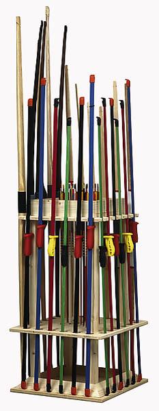 Bogenständer aus Nadelholz, für 24 Bögen und 36 Pfeile Maße: 45x45x95 cm (Lieferung ohne Inhalt)